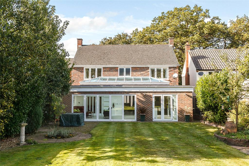 4 Bedrooms Detached House for sale in Pine Grove, Windlesham, Surrey