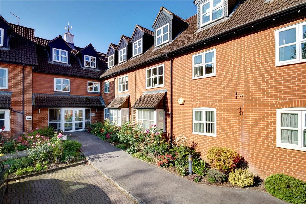 2 Bedrooms Apartment Flat for sale in Castle Court, River Park, Marlborough, Wiltshire, SN8