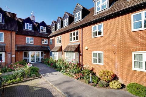 Castle Court River Park Marlborough Wiltshire Sn8 2 Bed Apartment 235 000