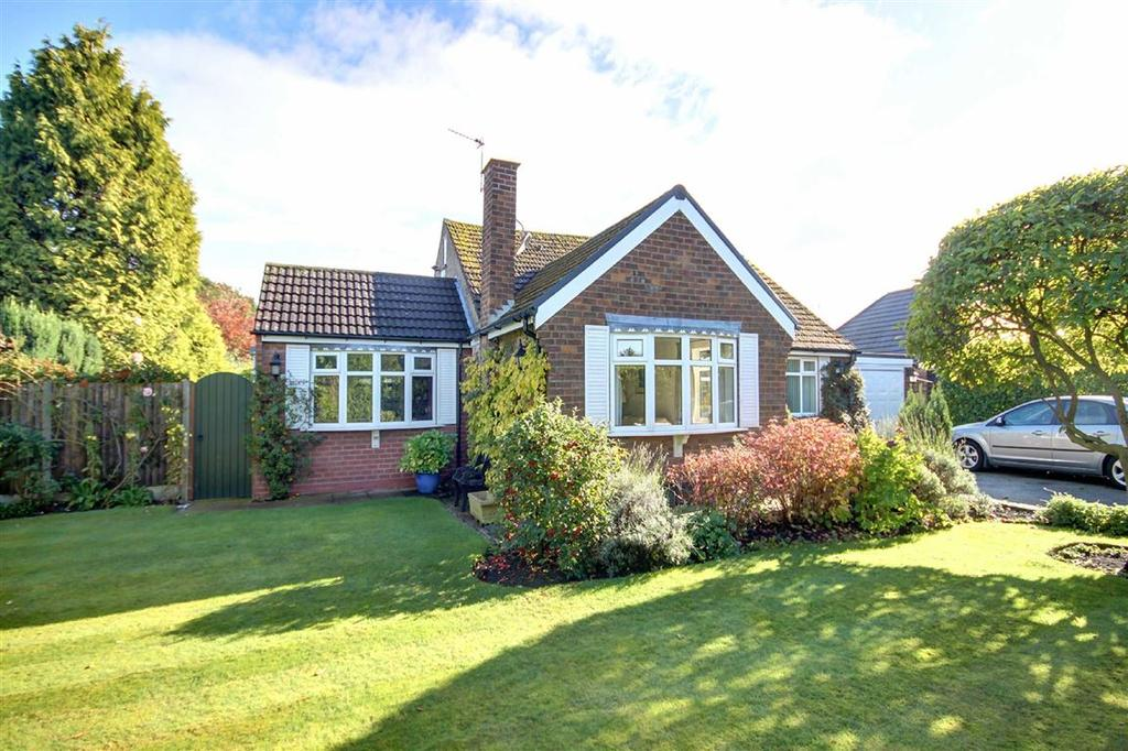 2 Bedrooms Detached Bungalow for sale in Greengate, Hale Barns, Cheshire