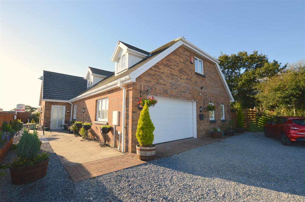 4 Bedrooms Detached Bungalow for sale in Church Road, Gorslas.