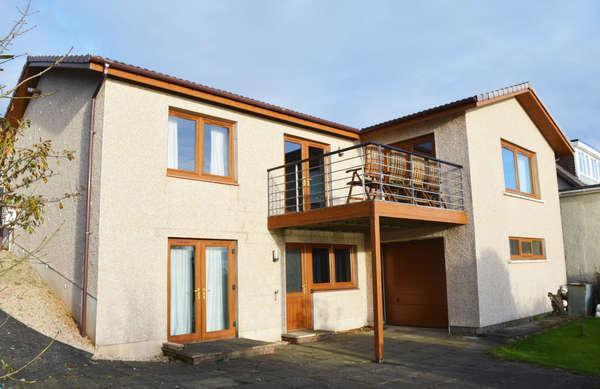 3 Bedrooms Detached House for sale in 37 Caldwell Road, West Kilbride, KA23 9LF