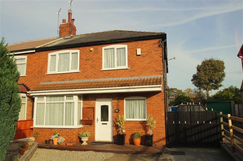 4 Bedrooms Semi Detached House for sale in The Oval, Leeds
