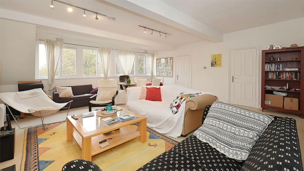 3 Bedrooms Flat for sale in Greencroft Gardens, South Hampstead, London