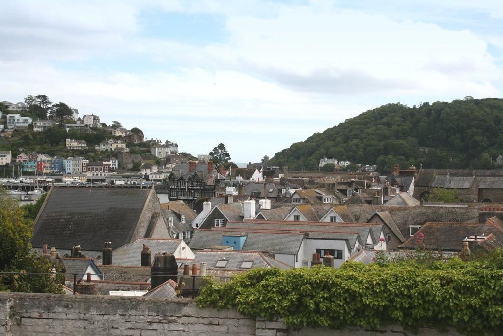 3 Bedrooms Apartment Flat for sale in Mount Galpine, Clarence Hill, Dartmouth, TQ6