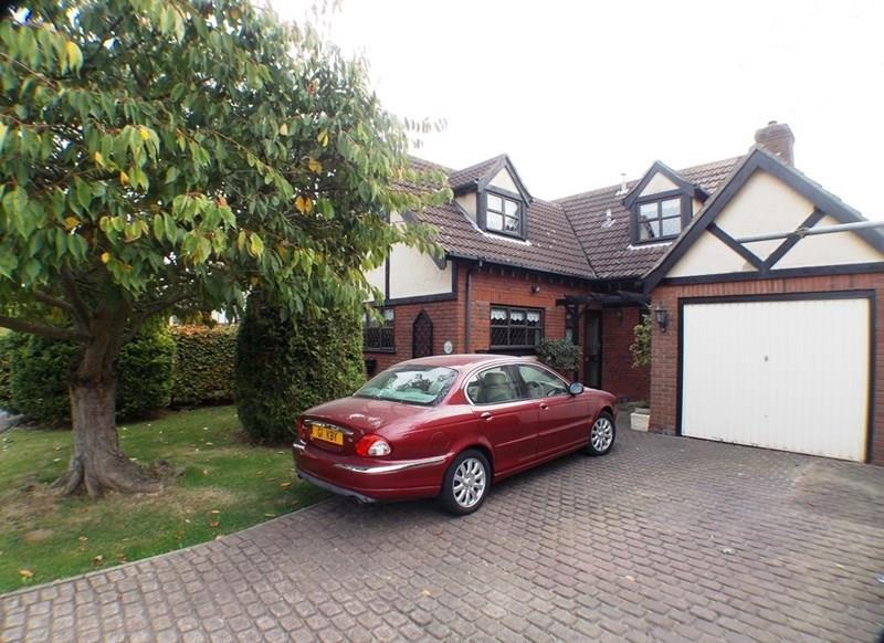 4 Bedrooms Detached House for sale in Riverside Walk, Wickford