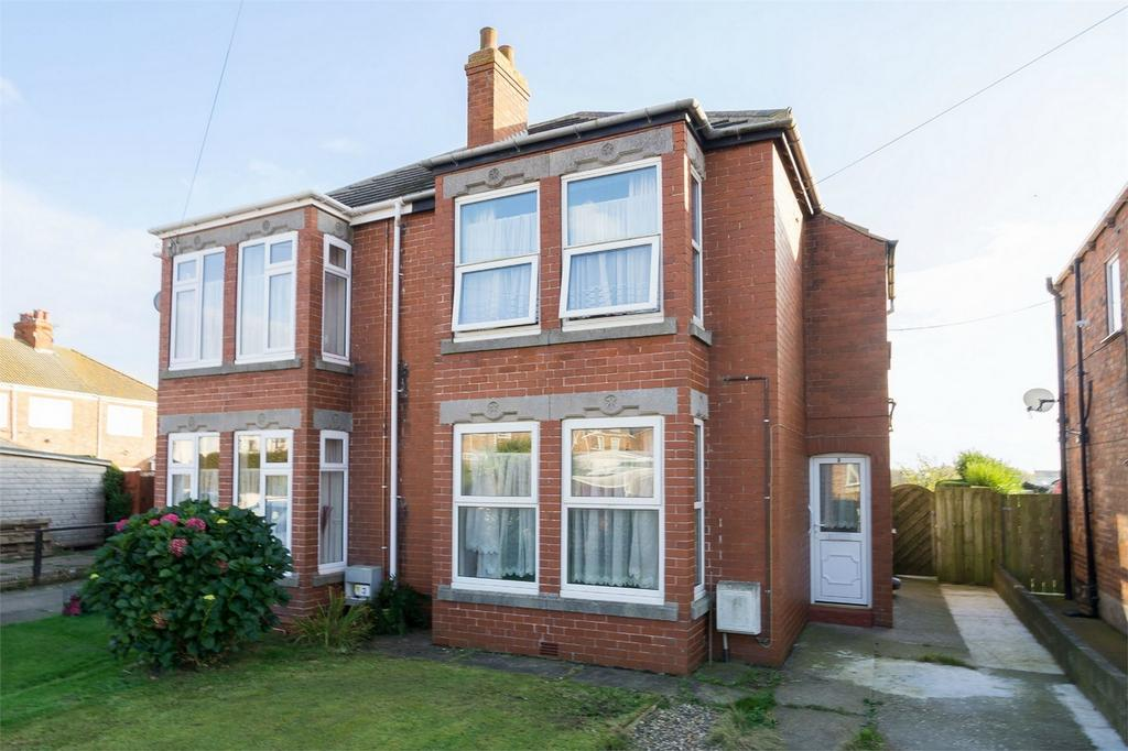 3 Bedrooms Semi Detached House for sale in Owthorne Walk, WITHERNSEA, East Riding of Yorkshire
