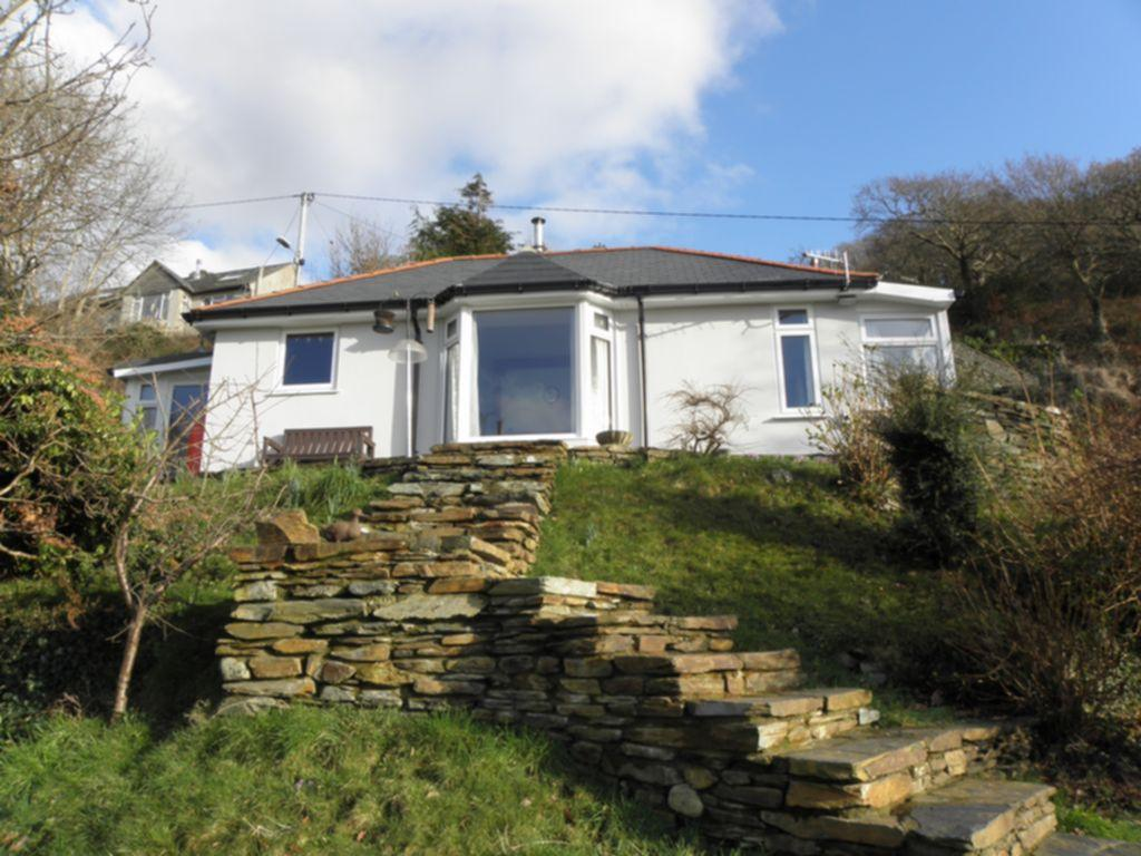 2 Bedrooms Bungalow for sale in Bryn Road, Fairbourne, LL38