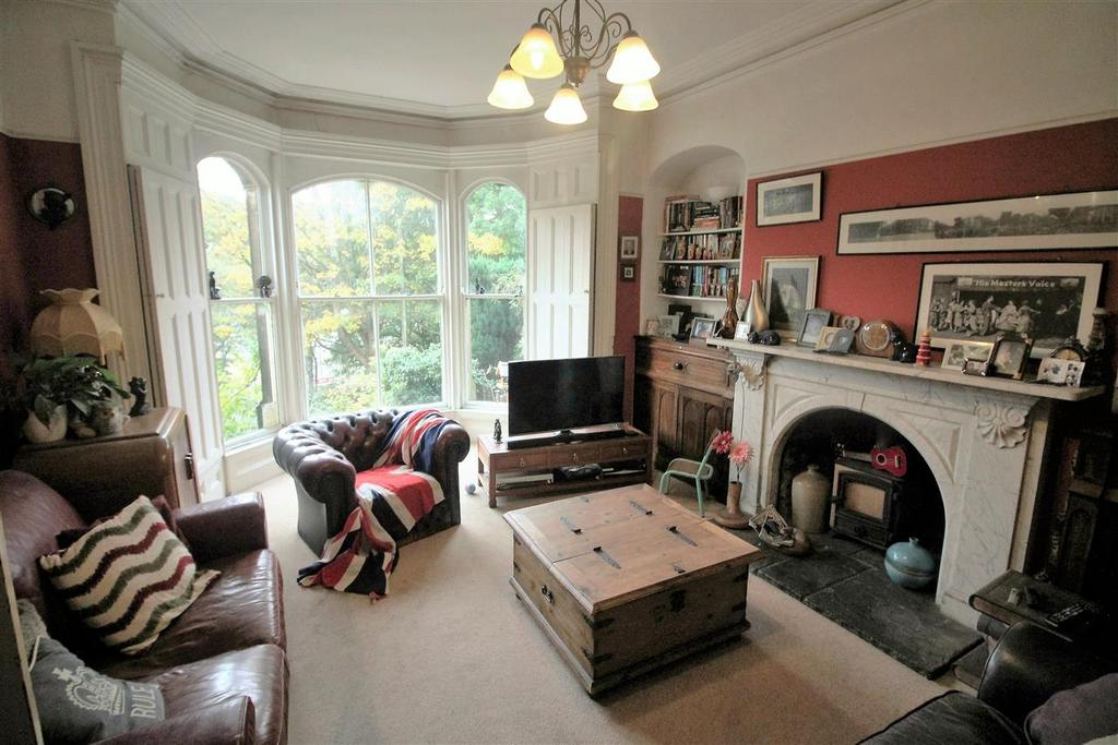 3 Bedrooms Semi Detached House for sale in Wellfield House East, Wellfield Terrace, Todmorden