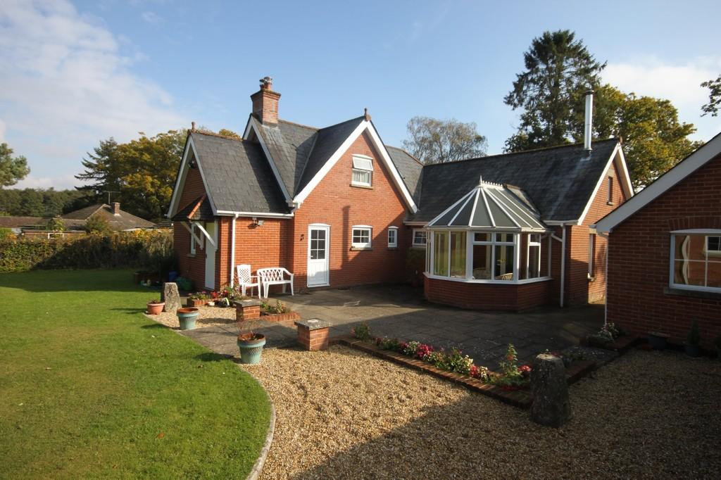 4 Bedrooms Detached House for sale in CROCKFORD ROAD, WEST GRIMSTEAD, WILTSHIRE