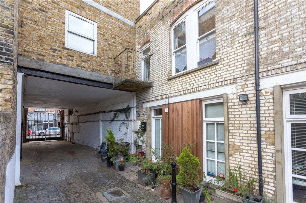 3 Bedrooms House for sale in Mount Pleasant Mews, London, N4
