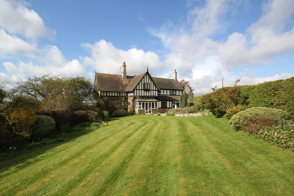 5 Bedrooms Manor House Character Property for sale in Harlaxton, Grantham