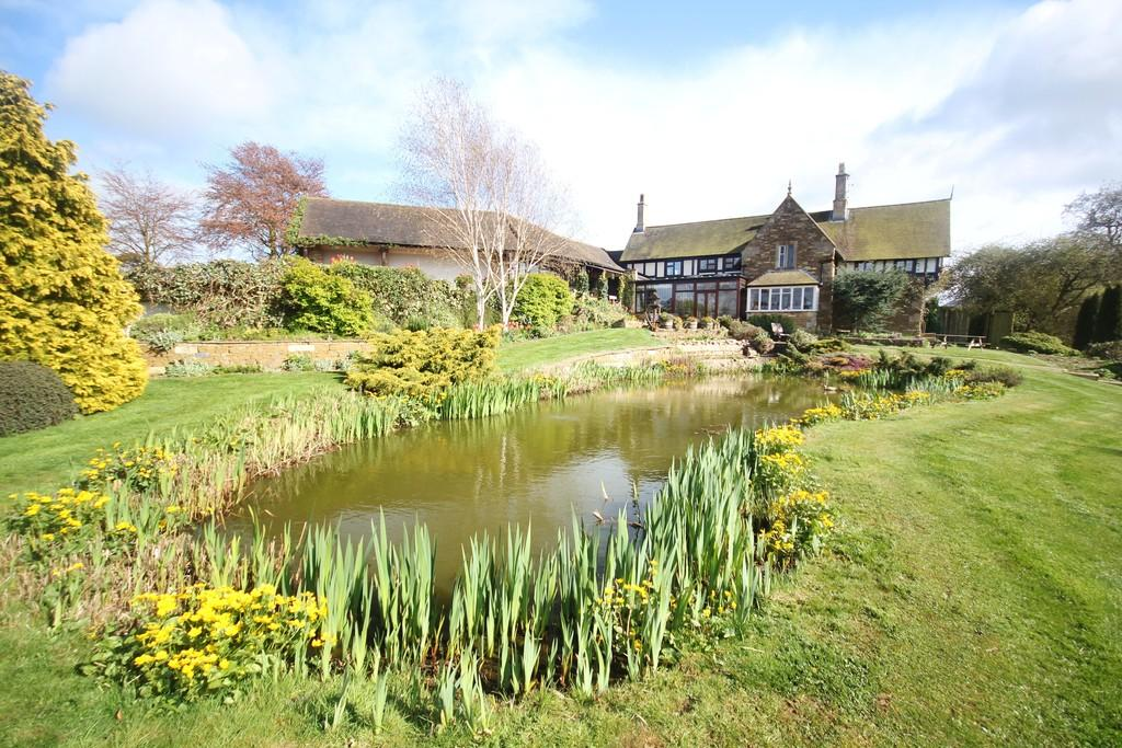 4 Bedrooms Manor House Character Property for sale in Harlaxton, Grantham