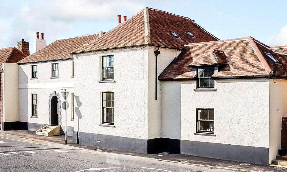 3 Bedrooms Terraced House for sale in Stane Street, Maudlin, Chichester