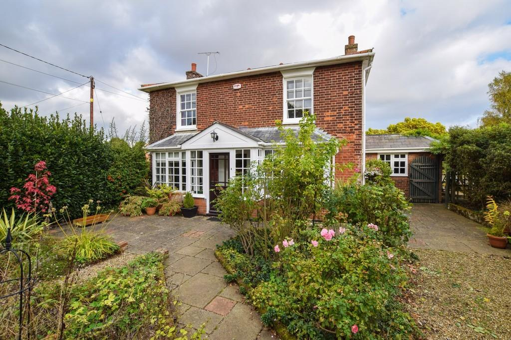 4 Bedrooms Detached House for sale in Great Bromley