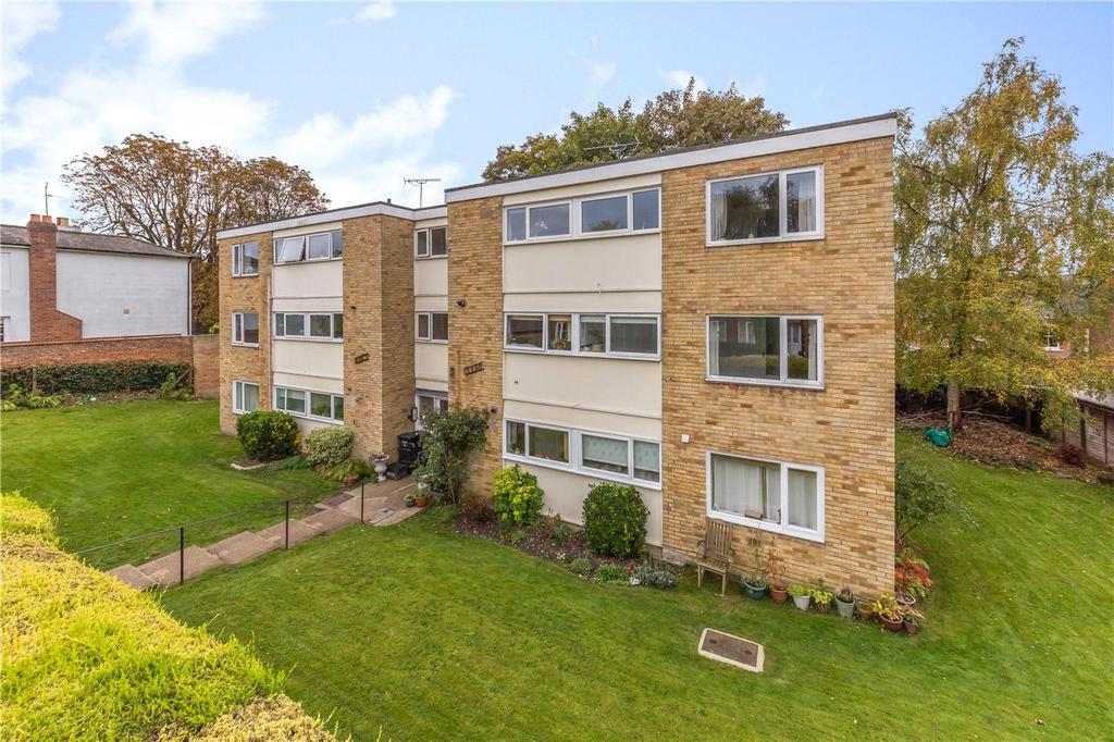 2 Bedrooms Flat for sale in Kings Court, St Albans, Hertfordshire