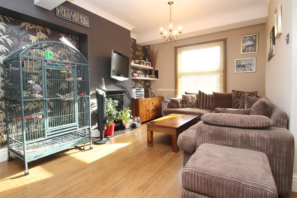 3 Bedrooms Terraced House for sale in Baldwins Road, Bexley, Kent, DA5 2AB