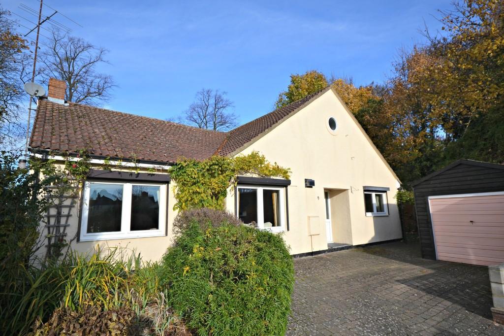 4 Bedrooms Detached Bungalow for sale in 9 Butler Close, Saffron Walden, Essex, CB11 3DB