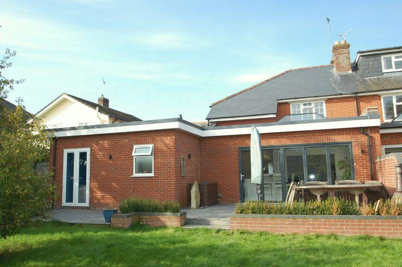 3 Bedrooms Semi Detached House for sale in The Causeway, Petersfield