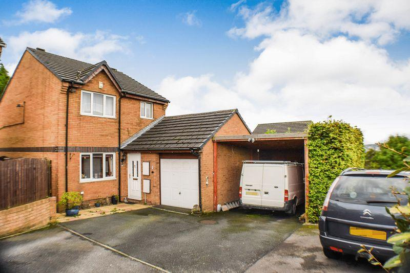 4 Bedrooms Detached House for sale in Camargue Fold, Bradford