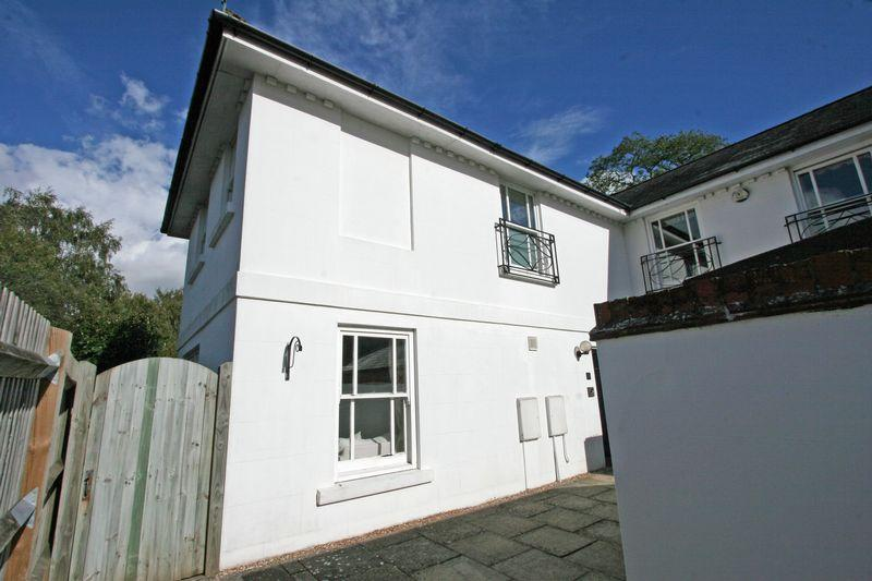 3 Bedrooms Semi Detached House for sale in Church Street, Henfield