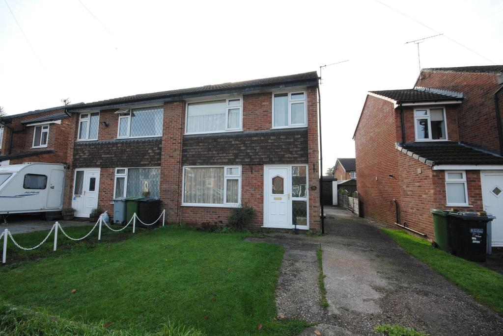 3 Bedrooms Semi Detached House for sale in Graymarsh Drive, Poynton, Stockport