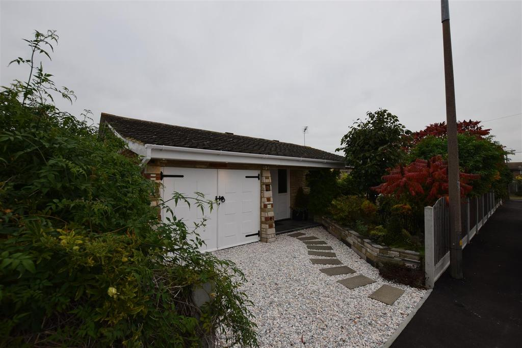 3 Bedrooms Detached Bungalow for sale in Westerland Avenue, Canvey Island