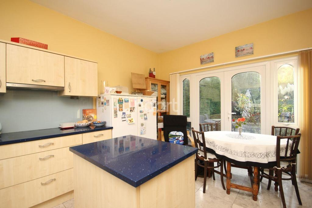 3 Bedrooms Bungalow for sale in Pluckley Road, Bethersden, Ashford, TN26