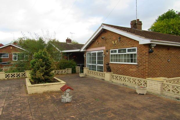 2 Bedrooms Detached Bungalow for sale in Vale Gardens, Colwick, Nottingham, NG4