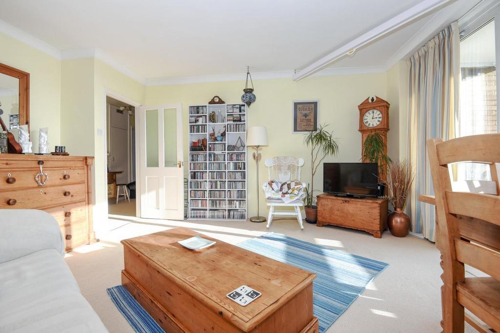 2 Bedrooms Flat for sale in Belmont Hill, Lewisham, SE13
