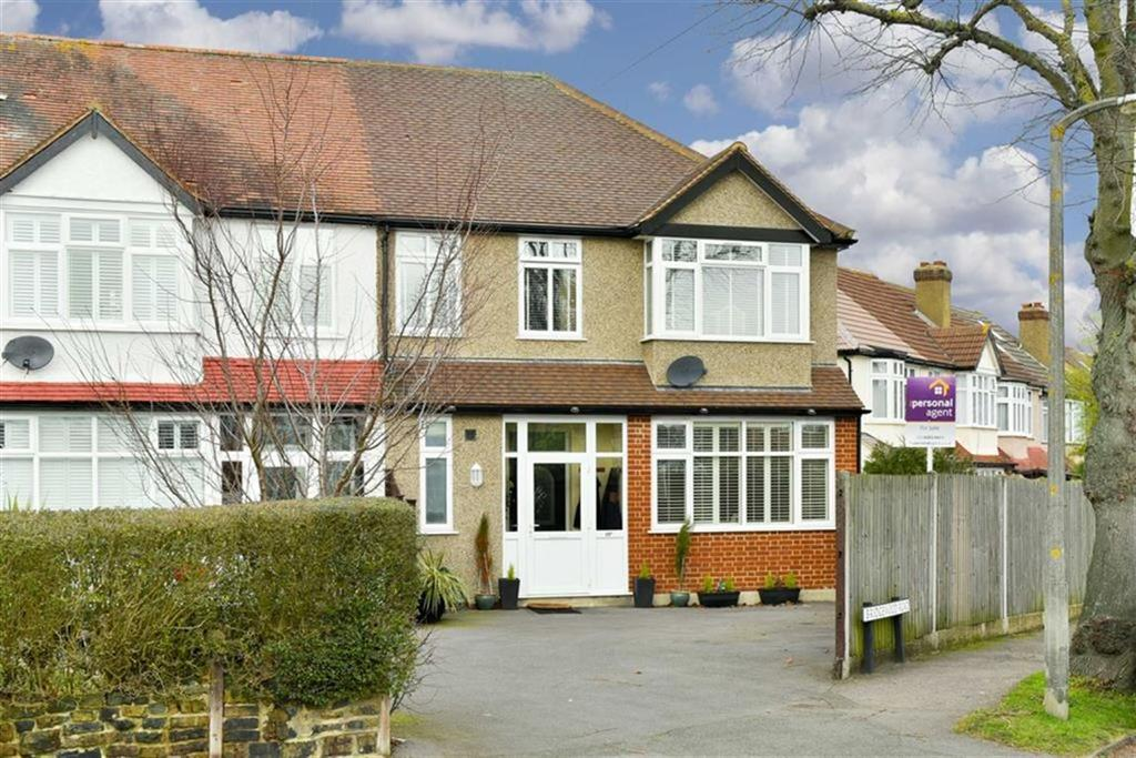4 Bedrooms End Of Terrace House for sale in Sparrow Farm Road, Stoneleigh, Surrey