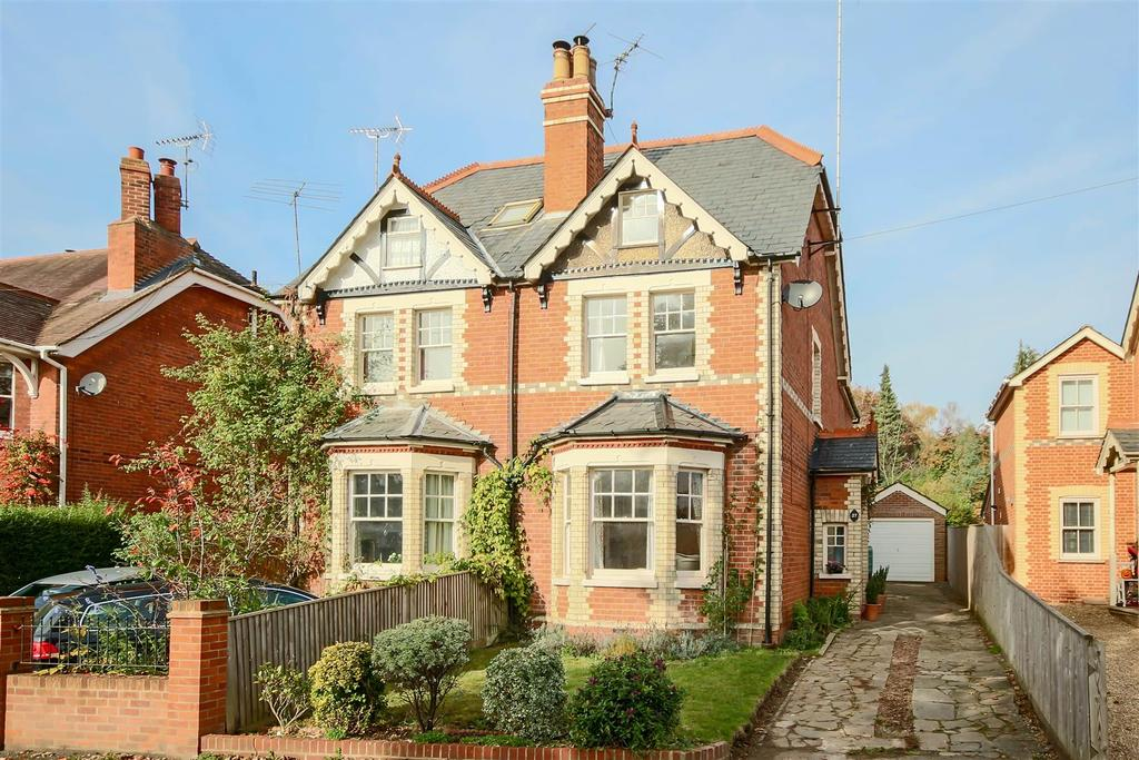 4 Bedrooms Semi Detached House for sale in Victoria Road, Wargrave, Reading