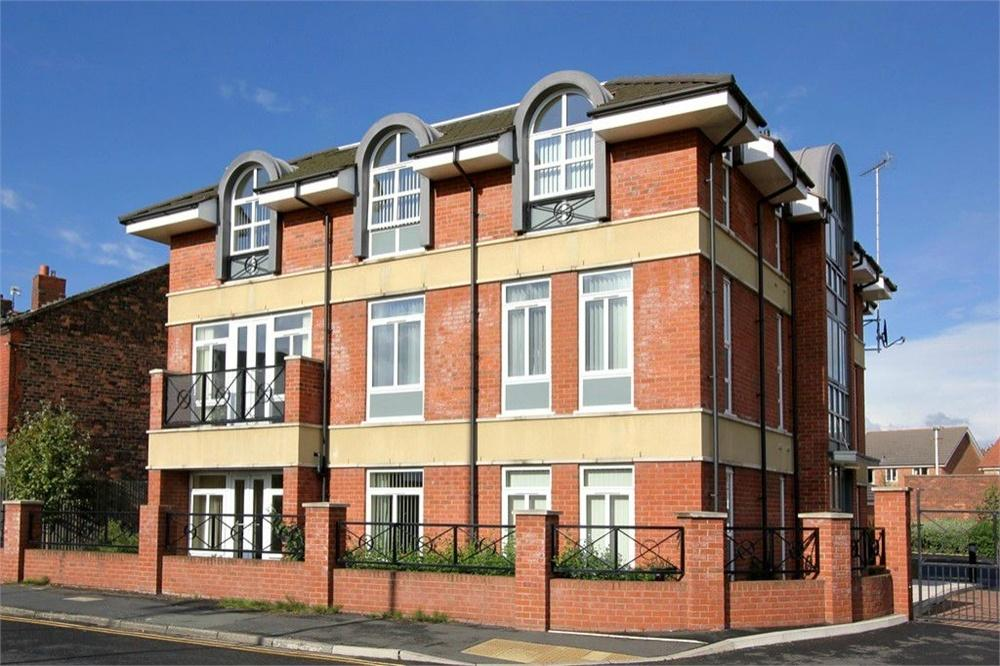 2 Bedrooms Flat for sale in Richmond Court, WIDNES, Cheshire