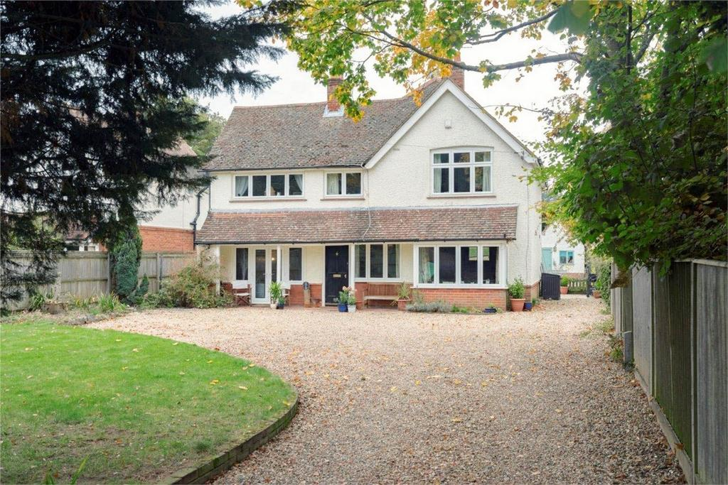 5 Bedrooms Detached House for sale in Farnham, Surrey