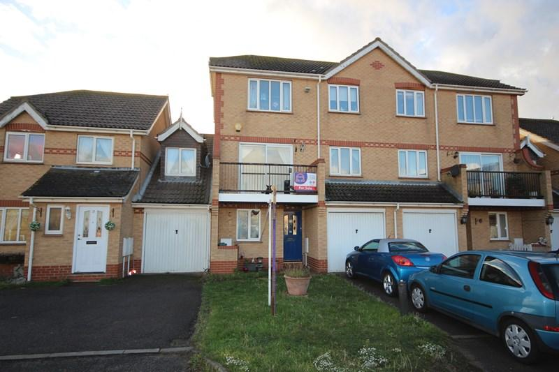 3 Bedrooms Town House for sale in Hastings Avenue, Clacton-On-Sea