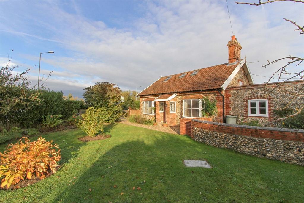 3 Bedrooms Cottage House for sale in Cottage, Tuttles Lane West, Wymondham, Norfolk