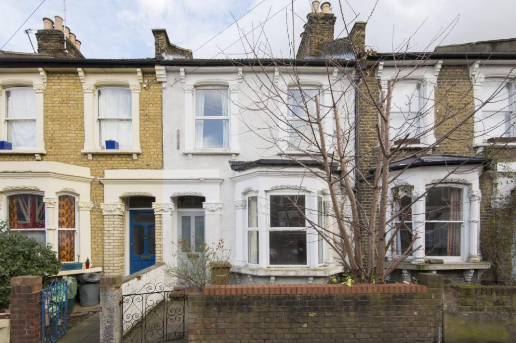 3 Bedrooms Terraced House for sale in Glyn Road, London, E5