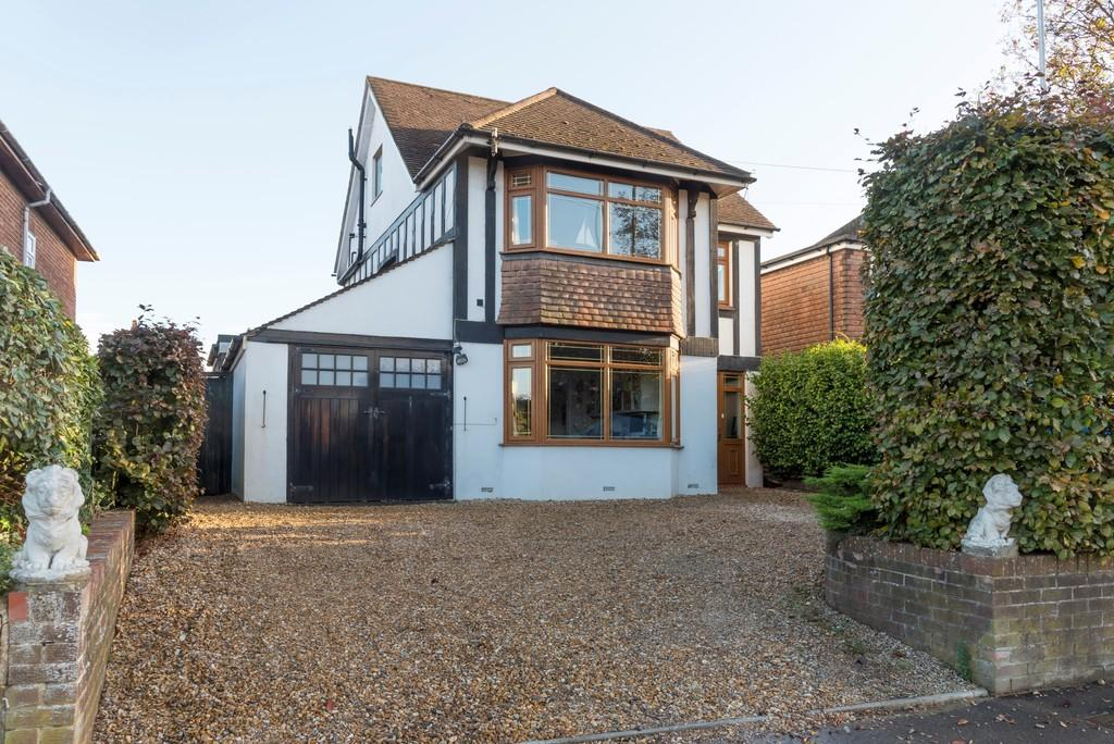 4 Bedrooms Detached House for sale in Birdham Road, Chichester