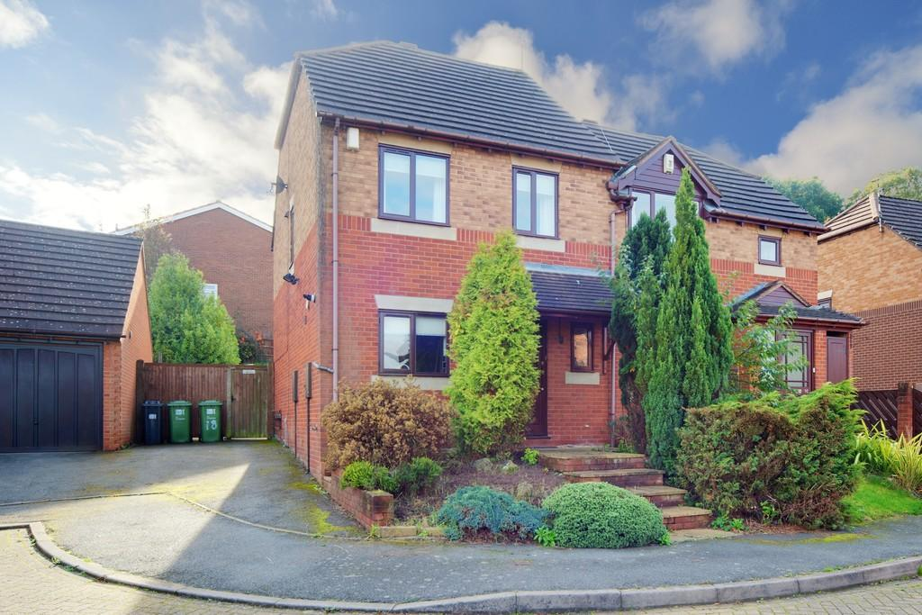 3 Bedrooms Semi Detached House for sale in Clifden Grove, Kenilworth