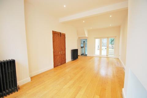 4 bedroom terraced house to rent - Railton Road, Brixton, London