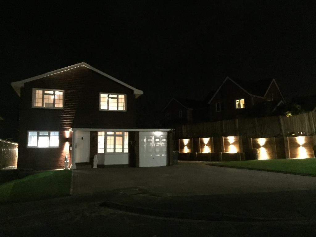 4 Bedrooms Detached House for sale in Avon Close, Ash, Hampshire, GU12 6NS
