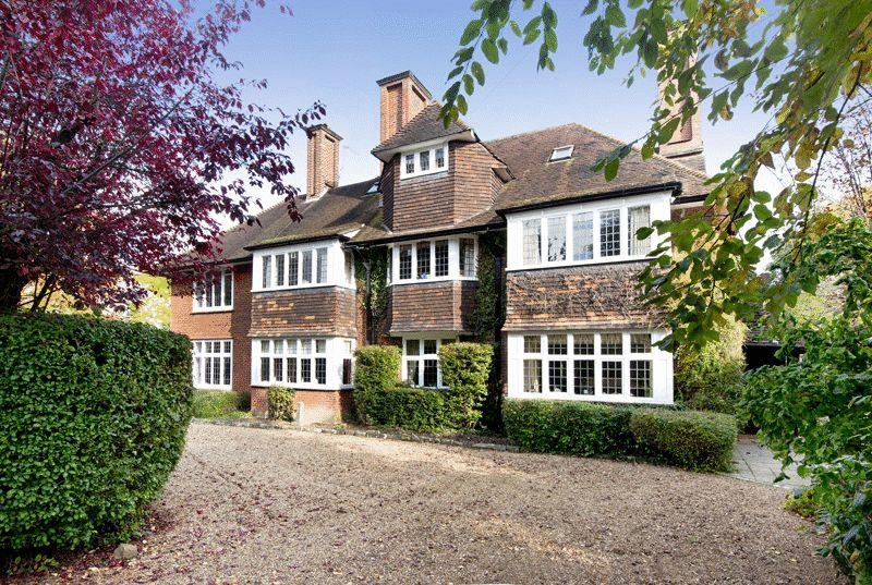 8 Bedrooms Detached House for sale in Downs Avenue, Epsom