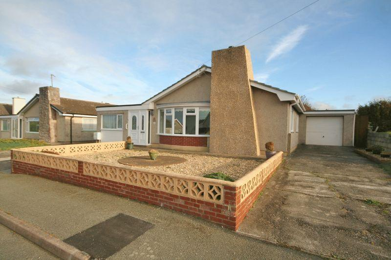 3 Bedrooms Bungalow for sale in Valley, Anglesey