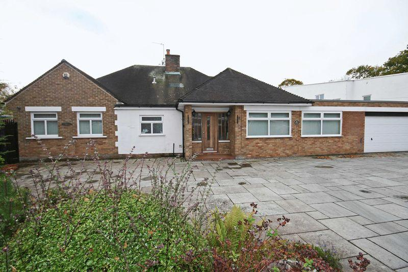 4 Bedrooms Detached Bungalow for sale in Moorland Road, Poulton-Le-Fylde