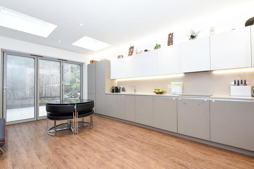 3 Bedrooms Terraced House for sale in Leverson Street, Furzedown, SW16