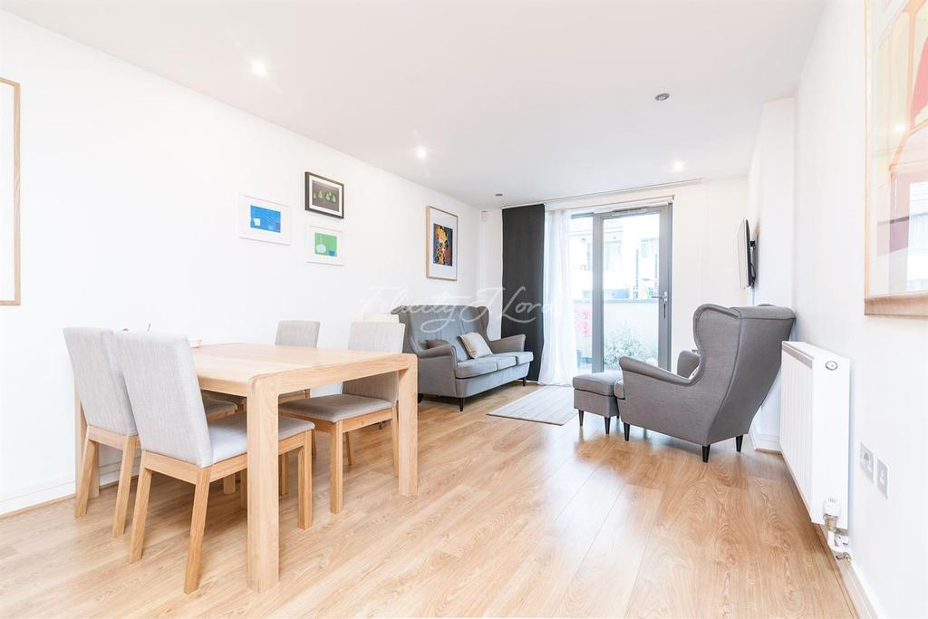 2 Bedrooms Flat for sale in Diprose Court, E3