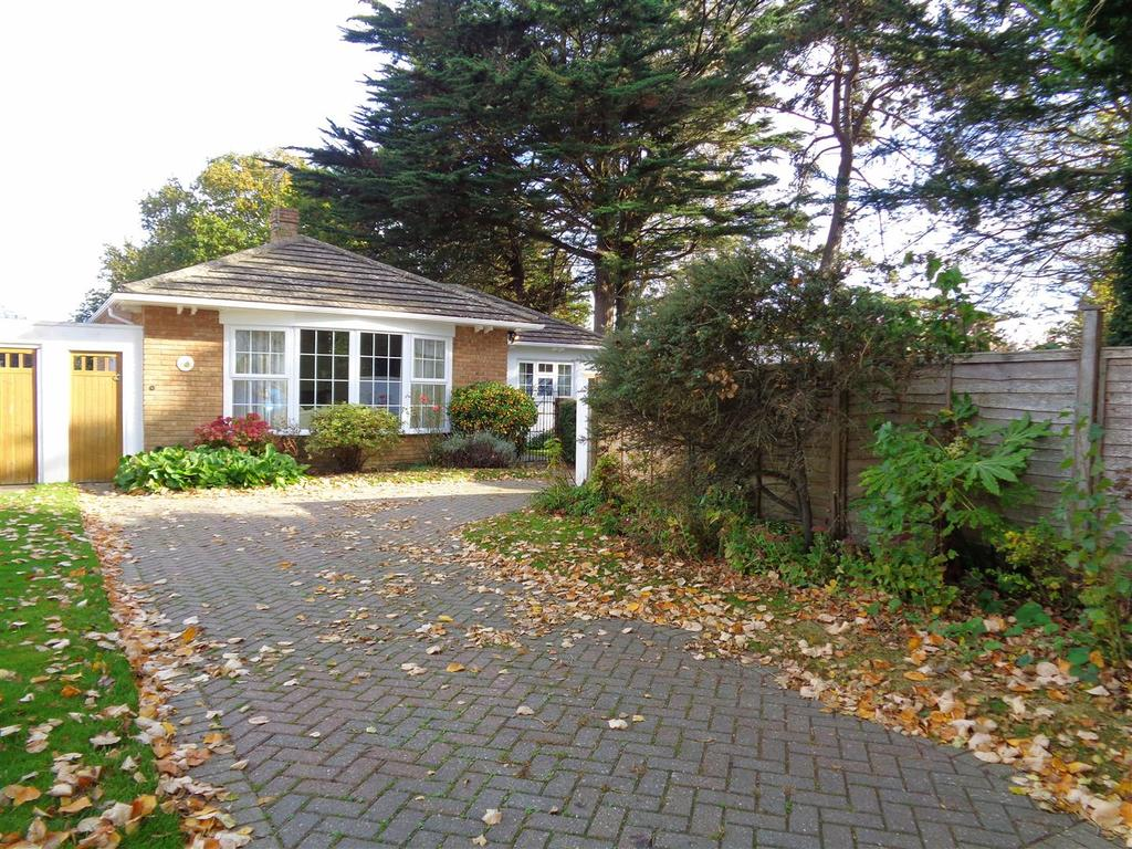 3 Bedrooms Detached Bungalow for sale in Hunters Close, Aldwick Bay Estate