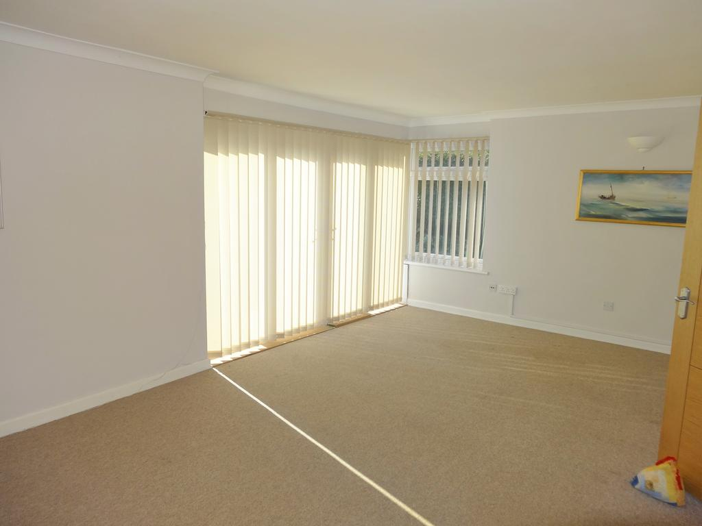 3 Bedrooms Bungalow for sale in Mill Close, Fishbourne PO19