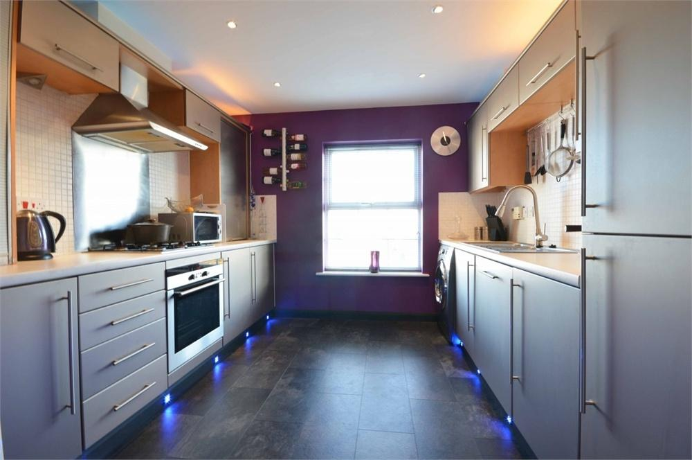 3 Bedrooms Terraced House for sale in Bere Close, Ingress Park, Greenhithe