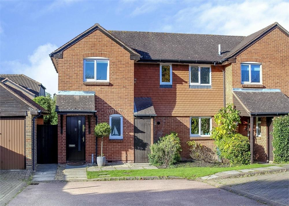 3 Bedrooms Semi Detached House for sale in Horatio Avenue, Warfield, Berkshire